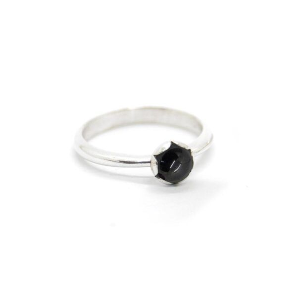 Cabochon ring med sort onyx